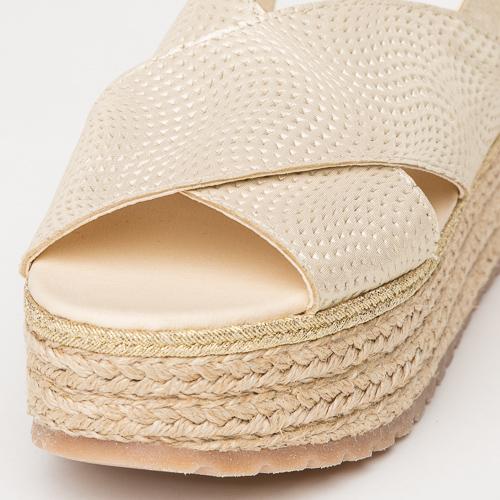 Fotografía de calzado sobre fondo gris