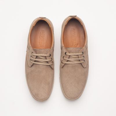 fotos de zapatos sobre fondo gris